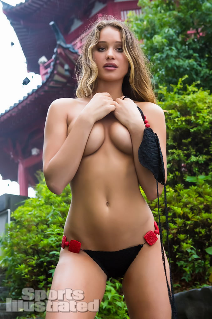 Hannah Davis - in 2013 Sports Illustrated Swimsuit Issue ...