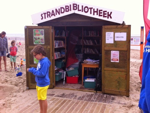 Trip to Belgium: Beach library