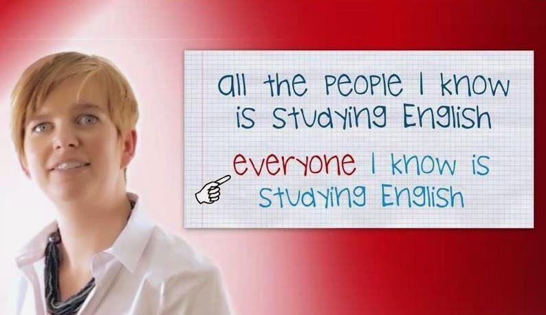 foto de profesora explicando un tema de gramática inglesa