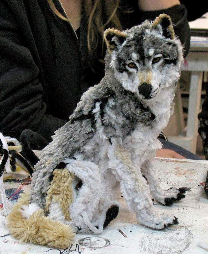 46 Unbelievable Photos That Will Shock You - Artist Designs a Wolf Out of Pipe Cleaners