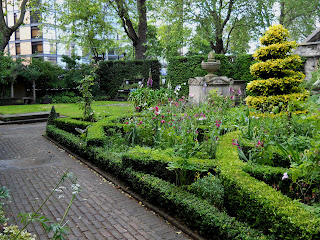Knot+Garden-17th+Century-Garden+Museum-Gary+Webb-Buxus