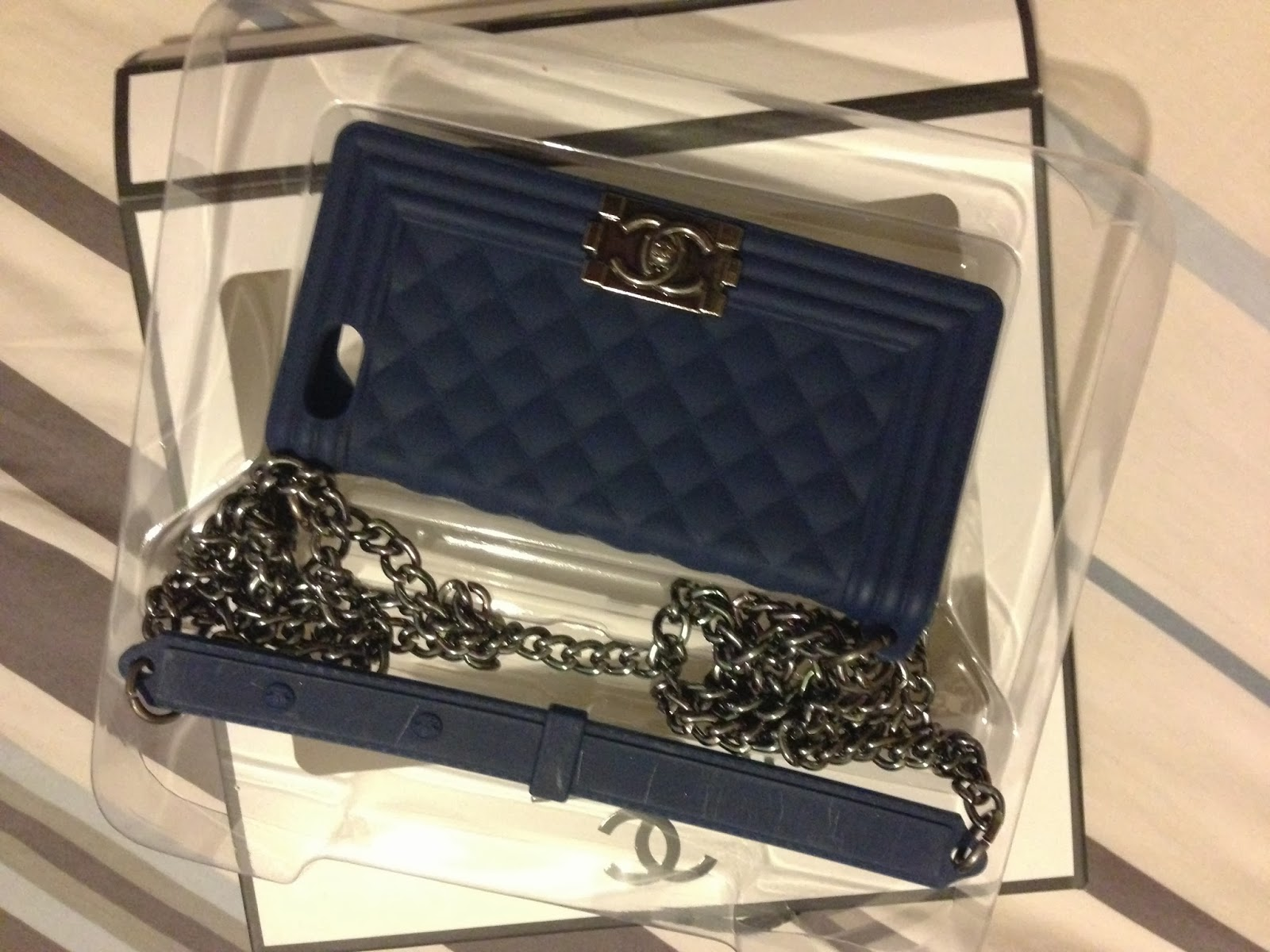 Case Design authentic chanel phone case : Real Chanel Iphone 5 Case Product line: phone case!