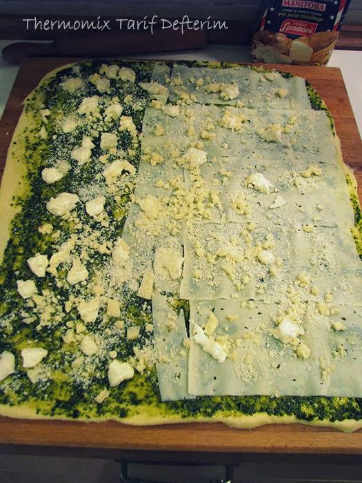 Pane di Rose con Pesto e Formaggio