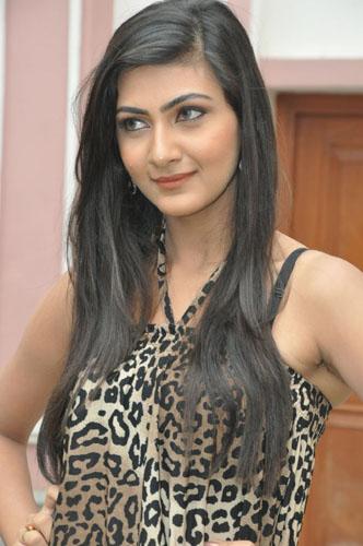 Action 3D movie heroine Neelam Upadhyaya stills pics5