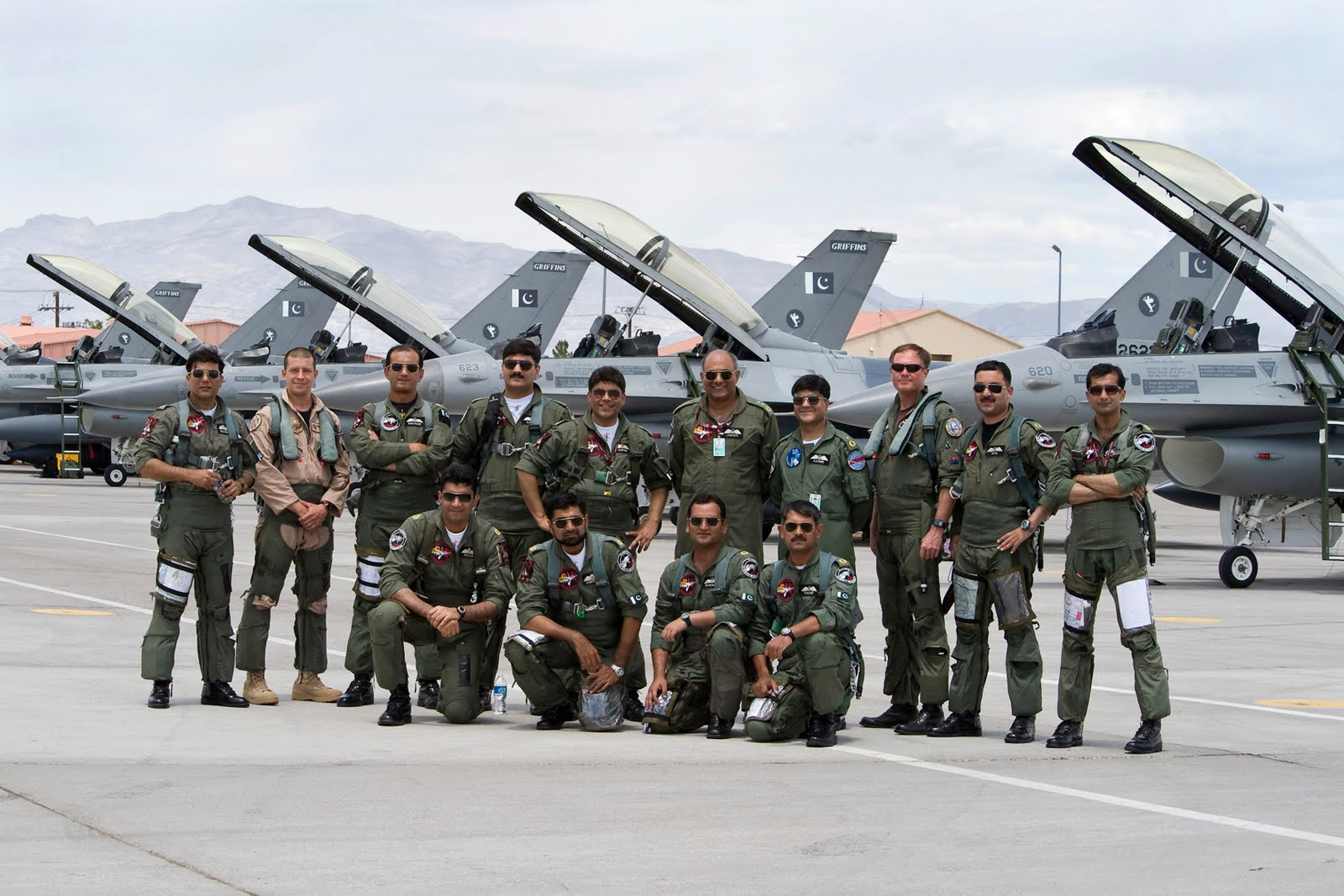 http://4.bp.blogspot.com/-QMRJ3dE7fBQ/UPLpyMBXAHI/AAAAAAAAEcw/LXs4fOzPJlk/s1600/Pakistan+Air+Force+New+Wallpapers+2013+(3).jpg