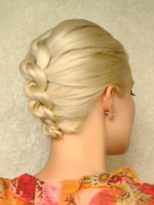 How-to-Style-a-Knotted-Chignon-3