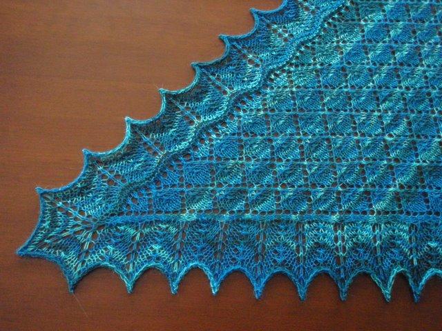 Alterknit Universe: Leaf Pattern Lace Shawl