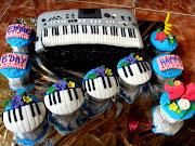 Yamaha Electone Cake for Eyang Apieh