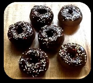 Mini Donuts de Chocolate con Ganache y Confeti