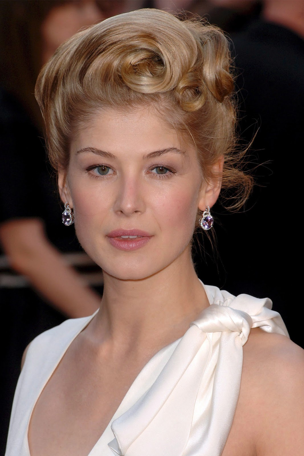 rosamund pike hd wallpapers high definition free