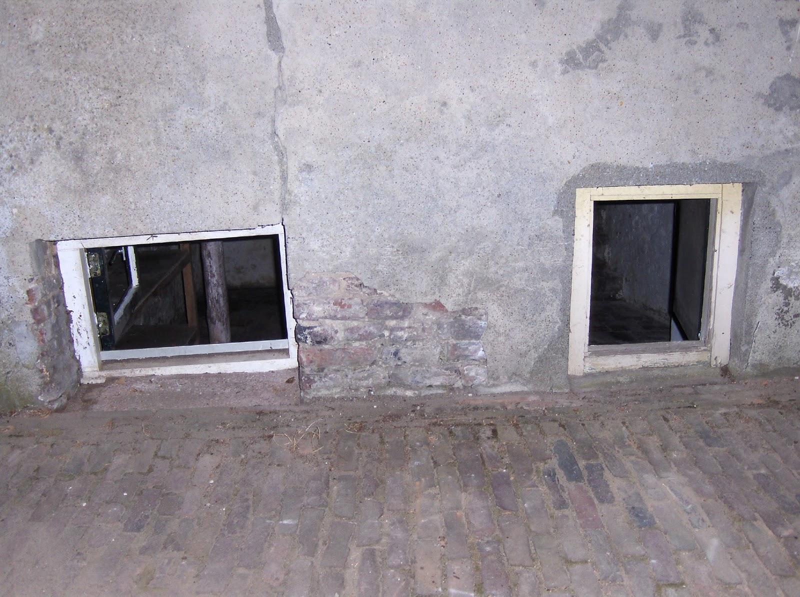 Jo de Wit onderzocht Maaskade 13 Grave, Een huisje in een boerderij