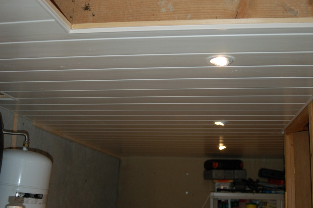 Agrandissement d 39 une maison par le haut pose de lambris for Pose d un plafond en lambris pvc