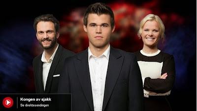 """Carlsen dans le duel """"Kongen av sjakk"""" - Le roi des échecs © NRK"""