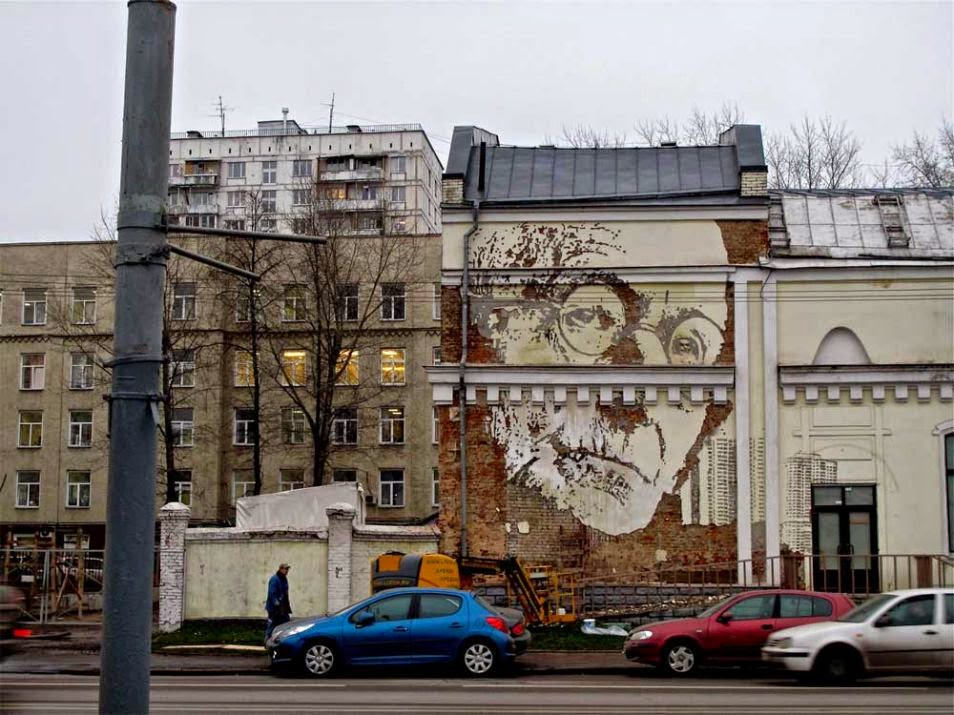 The Best Examples Of Street Art In 2012 And 2013 - Alexandre Farto aka VHILS, Moscow