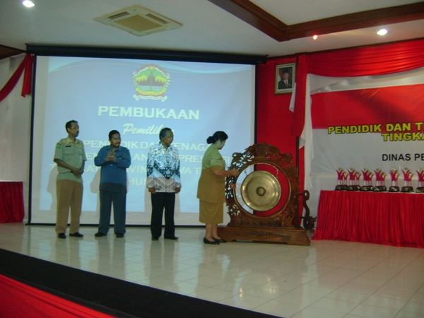 SMK 6 Ska juarai II Lomba Guru Berprestasi Tk.Prop Jateng