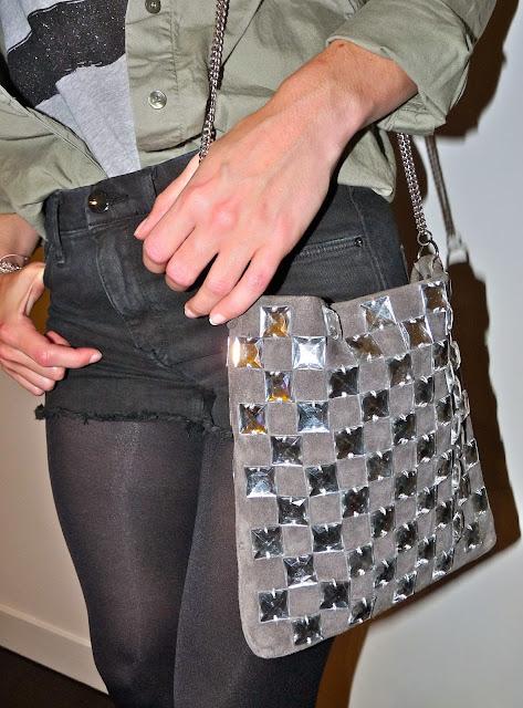Blog Mode Fashion Fashionblog Blogmode EmilyFashioNAndBeauty Tee Claudie Pierlot - Chemise Maje - Short H&M - Boots Méliné (en promotion avec -20%) - Sac Et Vous x La Redoute