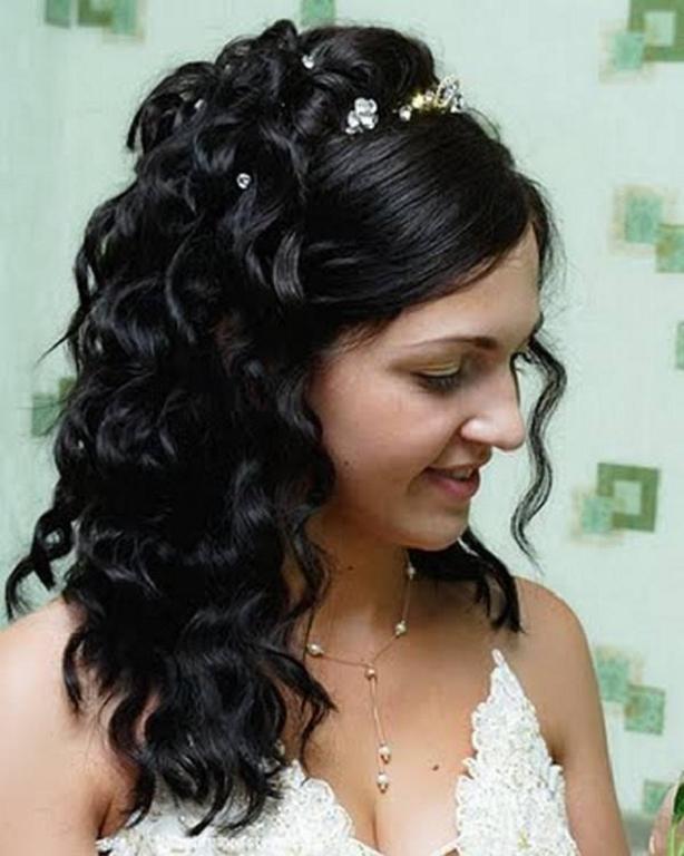 Si usted está más en la boda del vintage peinados para las cerraduras largas entonces nada va a seguir desempeñando mejor que una cola de caballo suave