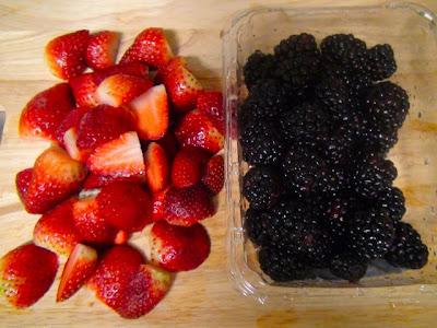 Творожно-манная запеканка со свежими ягодами