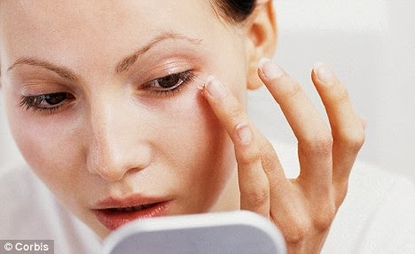 anti-aging-use-an-eye-cream-daily