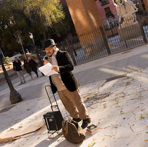 Recitando poesias a menos 2 grados en Madrid.
