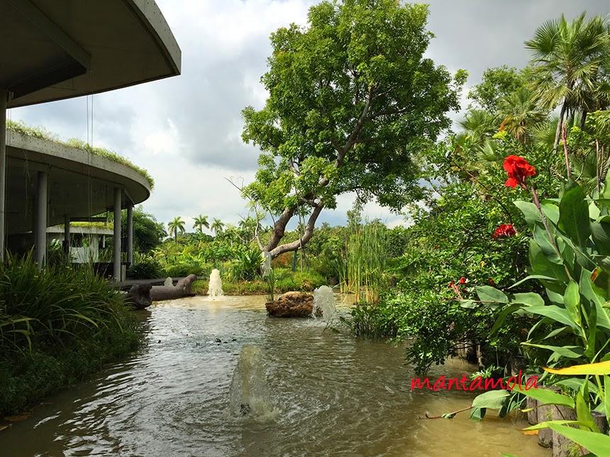 Satay by the bay fountain