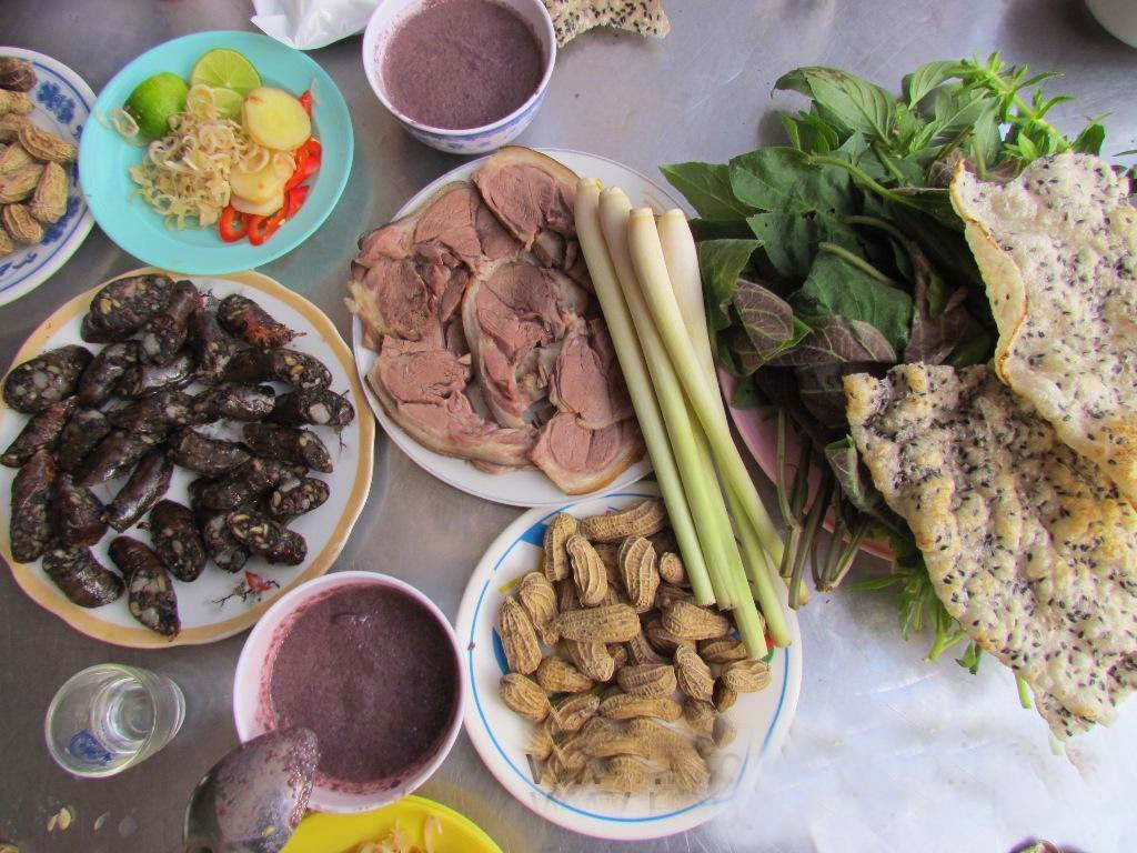 Strange foods in Vietnam - Dog Meat