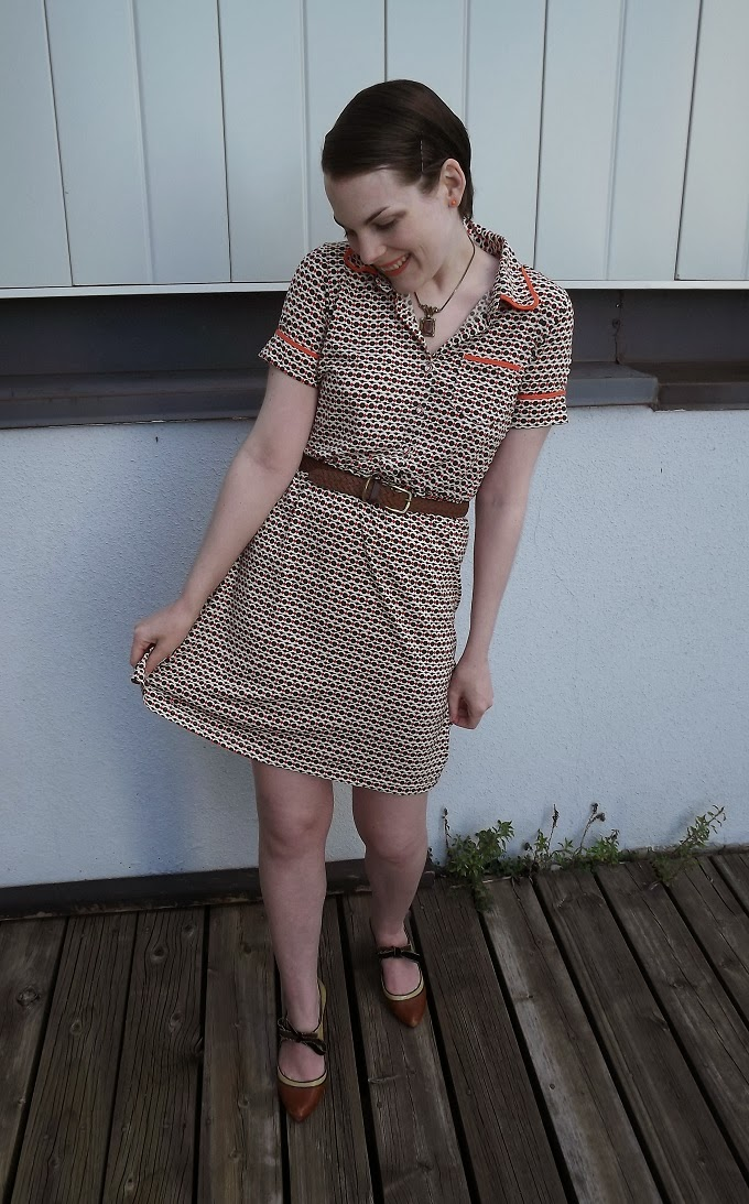 Modcloth dress, modcloth.com, printed dress, retro dress, brown dress, daisy, daisies, orange piping, Louche brand, UK, Suzanne Amlin, A Coin For the Well, blog, Windsor Ontario fashion blog, Windsor style blog, Poetic License shoes, booties, Tease, brown shoes, ribbon shoes