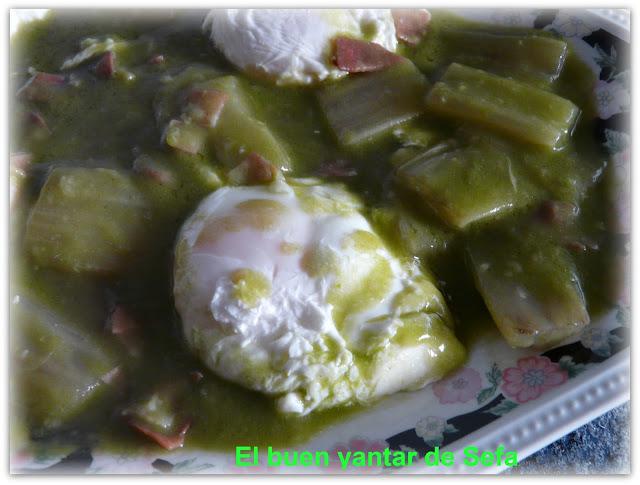 Huevos escalfados con salsa de almendras