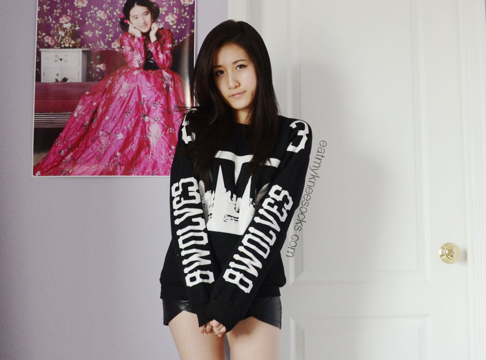 This boxy, bold oversized sweatshirt from JollyChic is perfect for achieving the ulzzang street style.