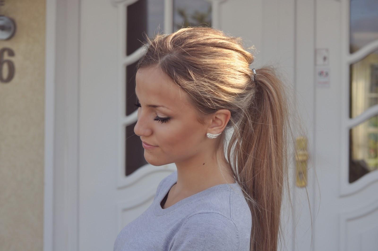 karamel striber i lyst hår