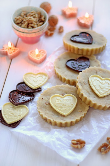 http://ricosinazucar.com/2013/12/17/turrones-de-nata-nuez-con-chocolatinas/