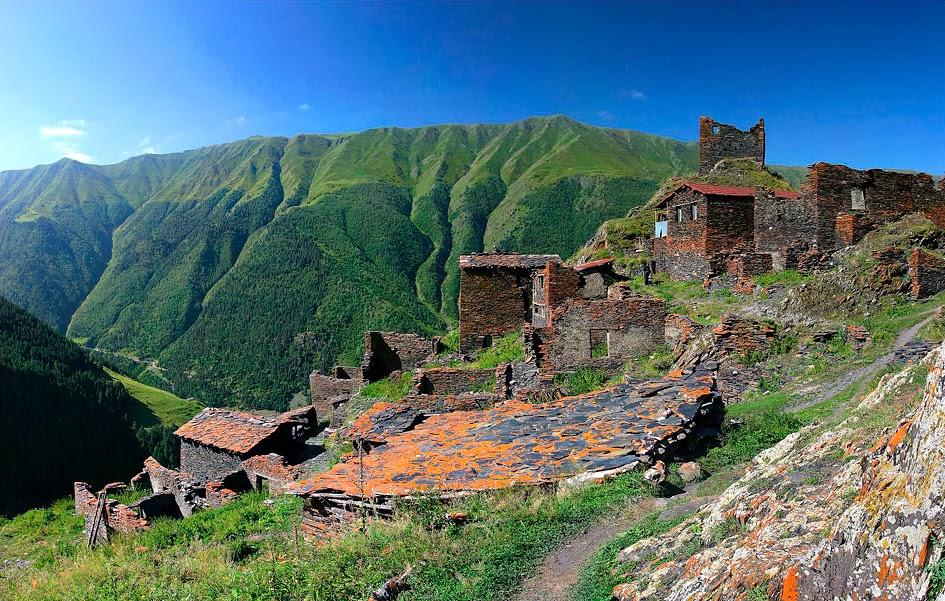 タッシュティの家々