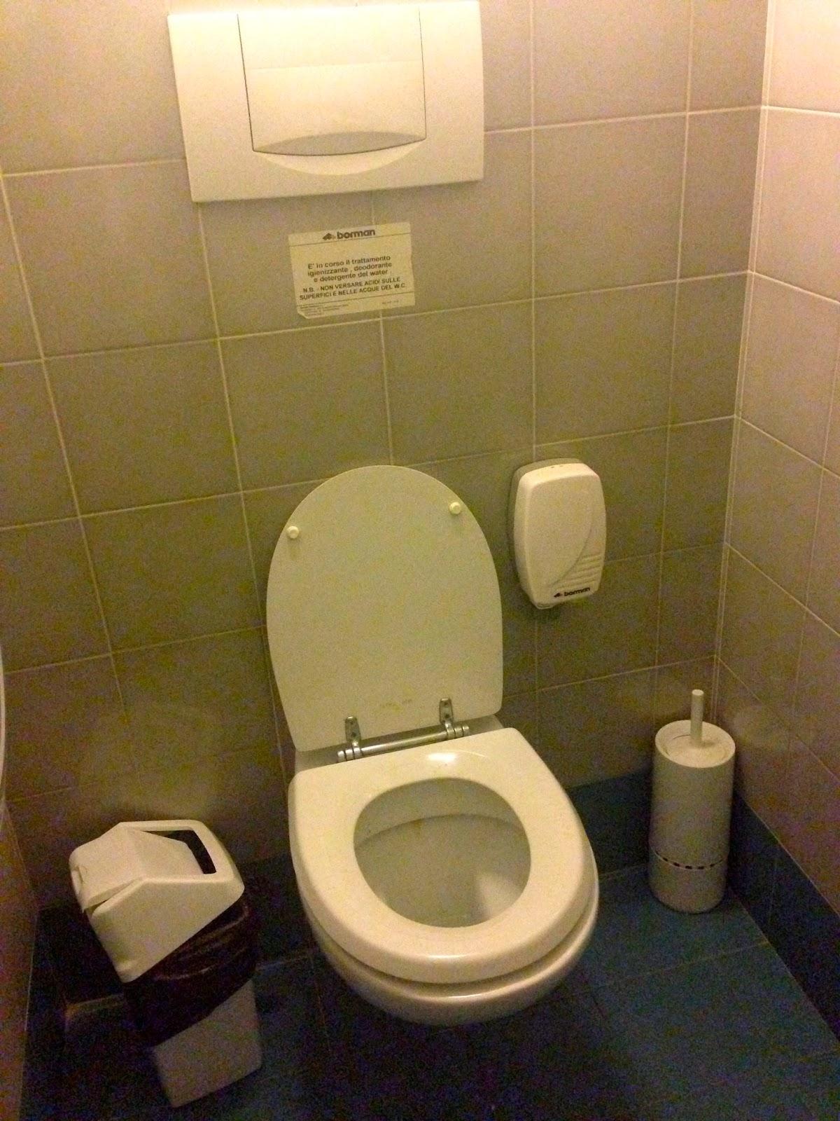 Potrebbeesserepeggio wc watching portace 39 n artro litro che noi se lo bevemo - Cibi che fanno andare in bagno ...