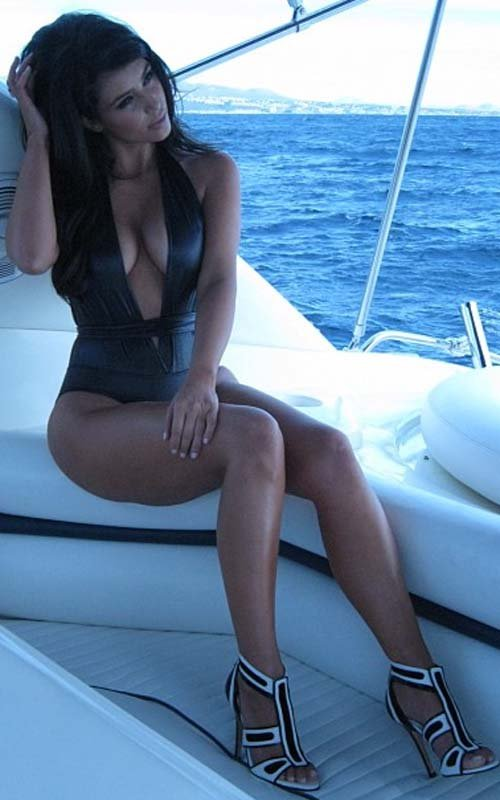 Kim Kardashian Shows Off Sexy Bikini Body in Miami » Gossip | Kim Kardashian
