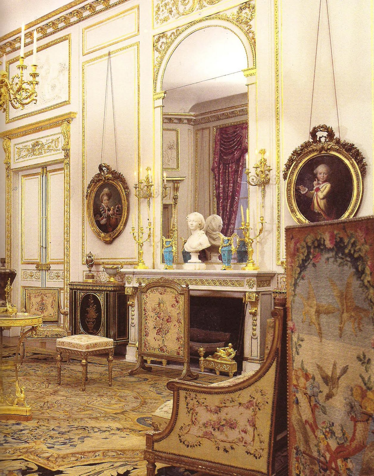 The devoted classicist camondo paris for Pareti salone