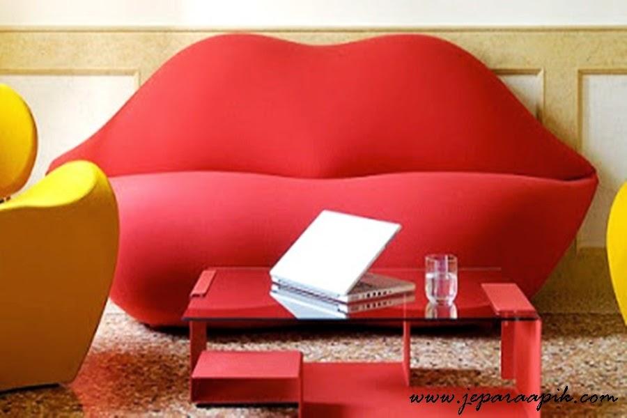lips minimalist sofa