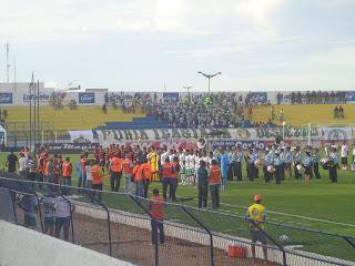 Momento do Hino Nacional no jogo Icasa x Sport.