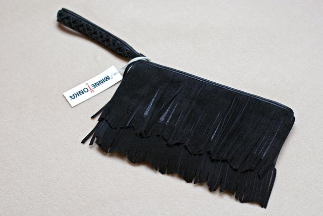 Minnetonka schwarze Fransenclutch