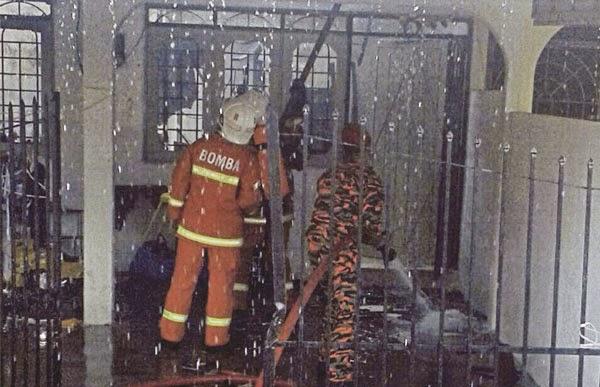 Suami bakar rumah marahkan isteri asyik balik rumah mak di Gopeng