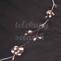 Telekung Vietnam tanah hitam, bunga coklat putih sulam bunga timbul