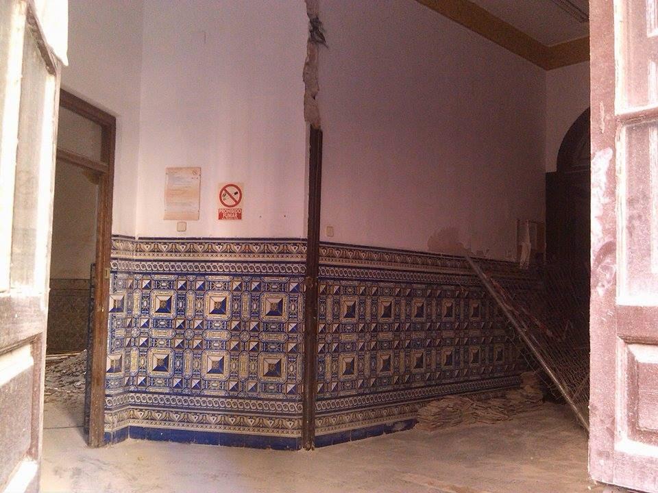Cultura de sevilla otro edificio de an bal gonz lez - Azulejos y suelos ...