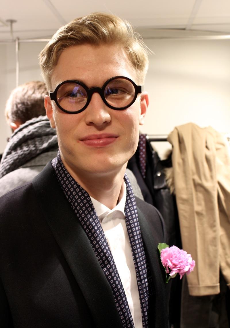Black Eyeglases