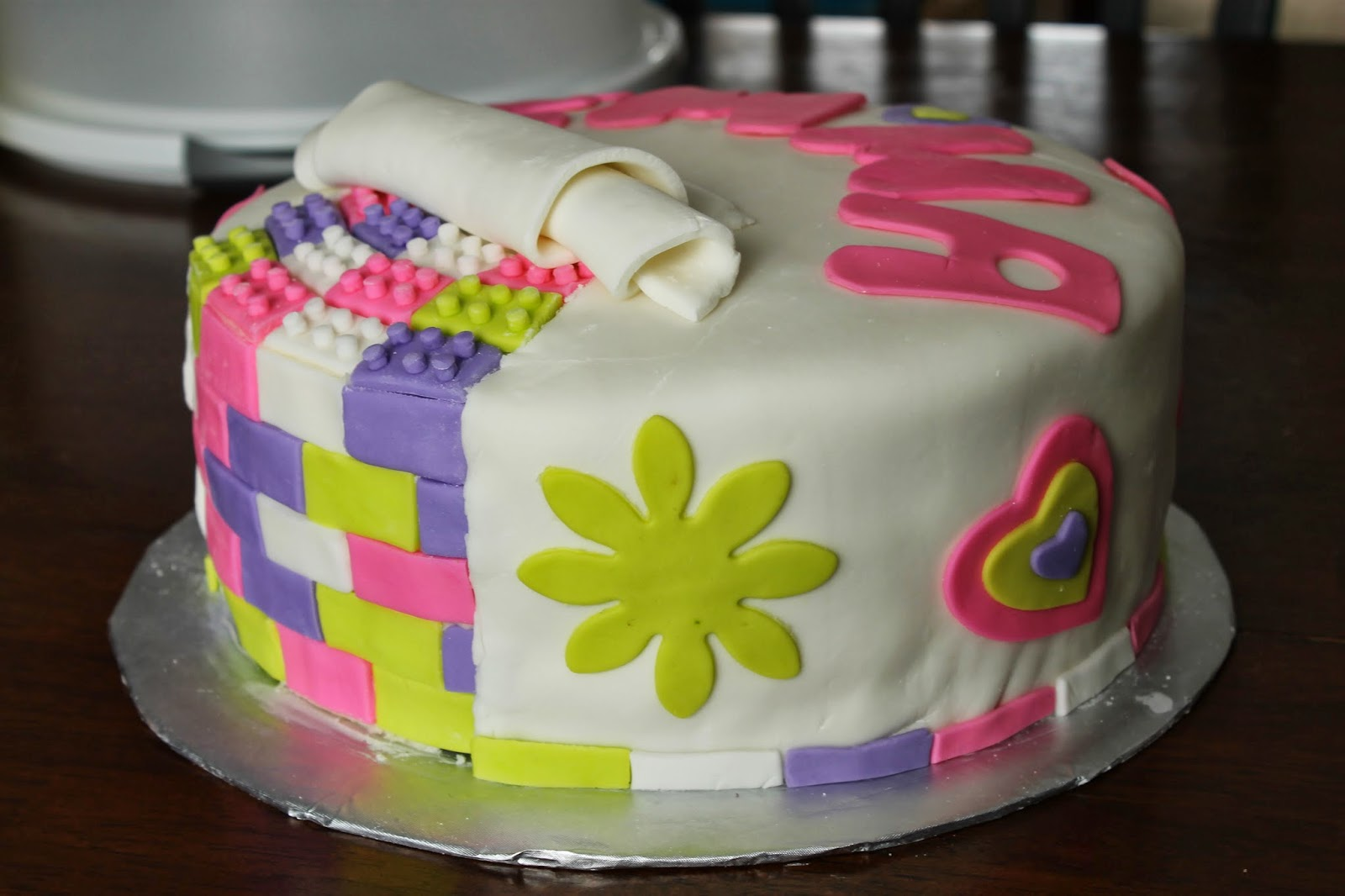 Cake Images For Friends : 2 nuggets bakery: Lego Friends Cake