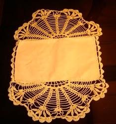 toalha de crochê e tecido