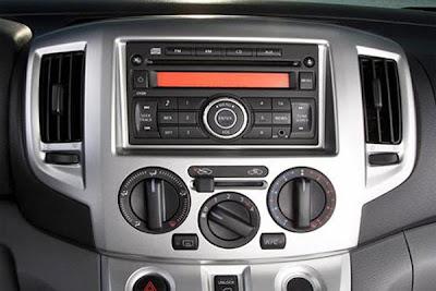 Interior stereo of  2012 nissan evalia.
