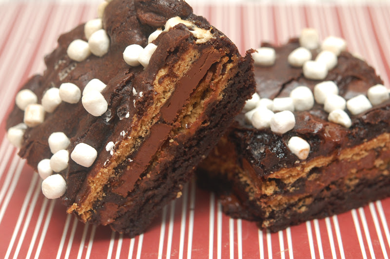 BROWNIES STUFFED WITH S'MORES - Hugs and Cookies XOXO