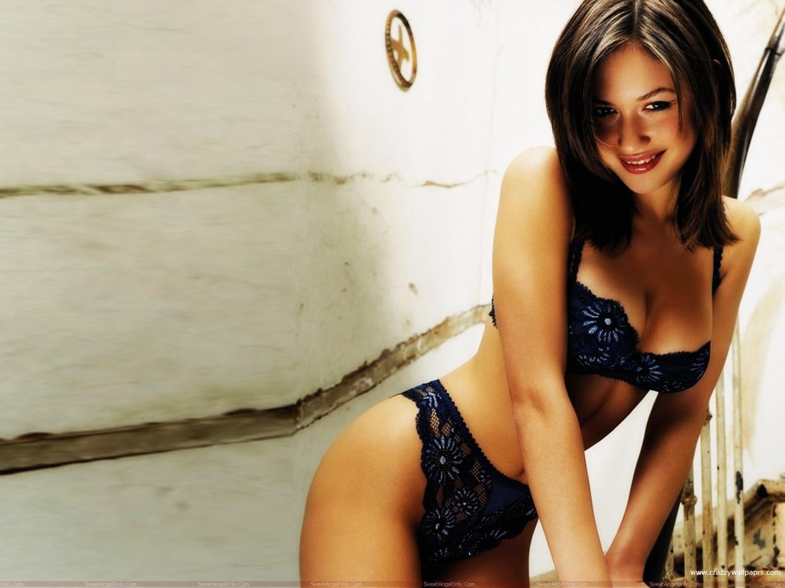 http://4.bp.blogspot.com/-QRgjYBZUHt8/TahX98dOZRI/AAAAAAAAFek/f3lYdachVg8/s1600/olga_kurylenko_wallpaper_in_lingerie.jpg