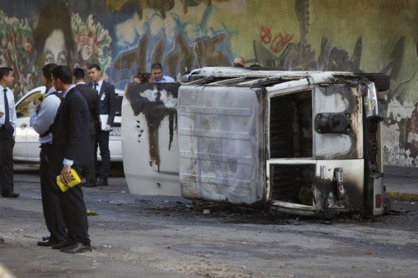 PUNTADAS CON HILO - Página 4 Venezuela+Actos-violentos-en-Caracas-5