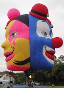 """O balão """"Triple Clown"""" foi concebido pela junção de três faces humanas que . (foto balã£o)"""
