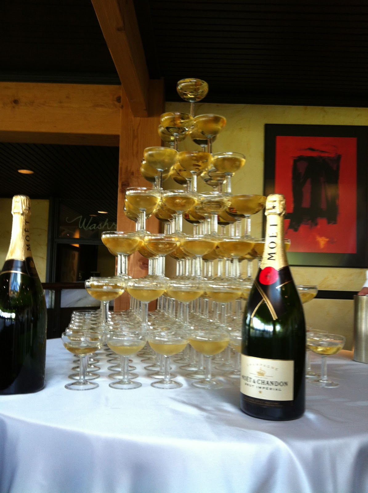 Glasses Champagne Fountain